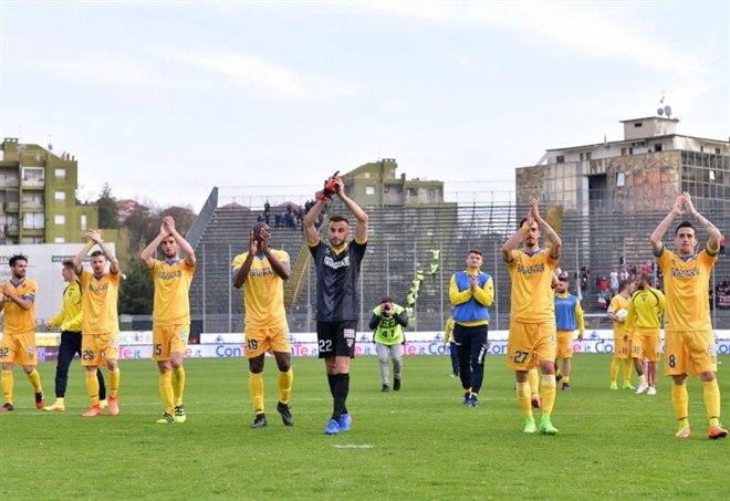 Serie B, il Novara ferma il Frosinone. Festa Pro Vercelli