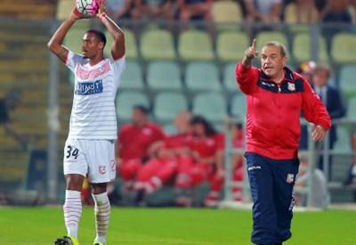 Il brasiliano Gabriel Silva (sinistra), 24 anni e l'allenatore del Carpi Fabrizio Castori, 61 (INFOPHOTO)