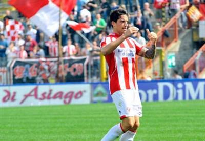 Matteo Gentili, 25 anni, difensore del Vicenza (dall'account Twitter ufficiale @VicenzCalcio)