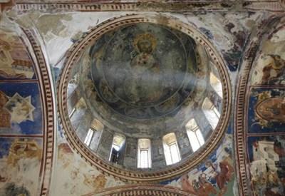 Interno della chiesa del monastero di Gelati (Georgia) (Foto dal web)