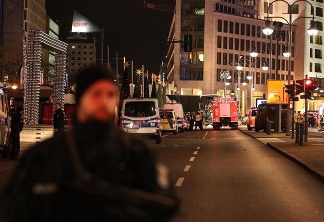 Sorveglianza a Berlino dopo l'attentato dell'anno scorso (LaPresse)