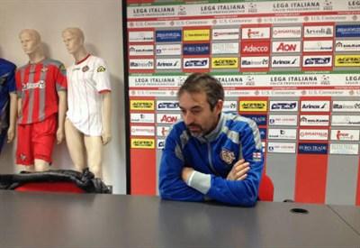 Marco Giampaolo, 47 anni, allenatore della Cremonese (dall'account Twitter ufficiale @USCremonese)