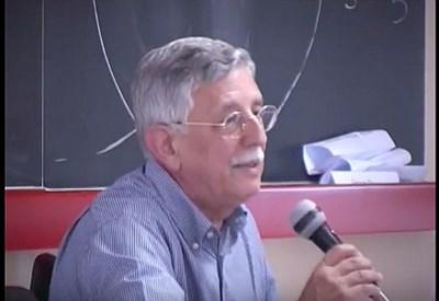 Giorgio Israel durante una lezione (Immagine dal web)