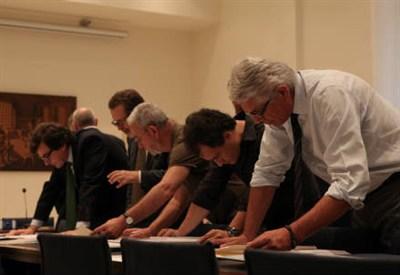 I membri della giuria valutano i progetti