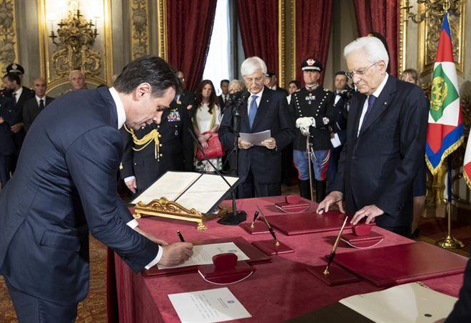 Il presidente del Consiglio Giuseppe Conte nel corso del giuramento (laPresse)