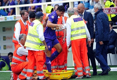 Mario Gomez esce infortunato dal campo di Firenze (Infophoto)