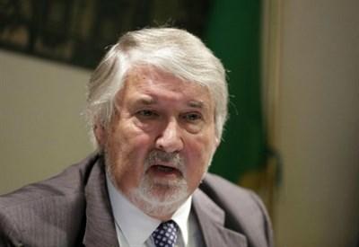 Ministro Giuliano Poletti, è ancora bufera: scoppia il caso del figlio