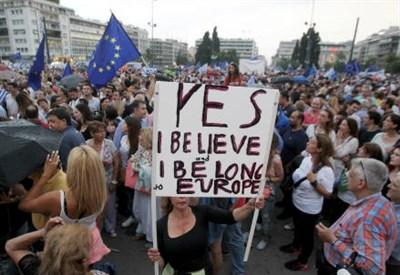 Il referendum in Grecia (Infophoto)