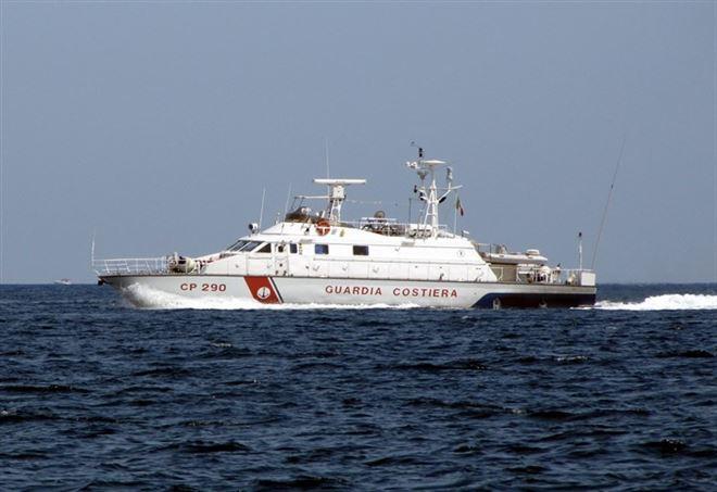 Migranti, la nave Diciotti con 522 persone a bordo, in attesa di un porto