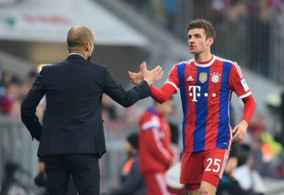 Guardiola con Muller (infophoto)