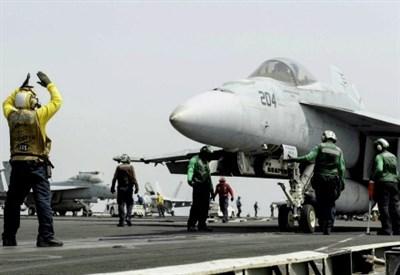 Sulla portaerei USS Nimitz (Infophoto)