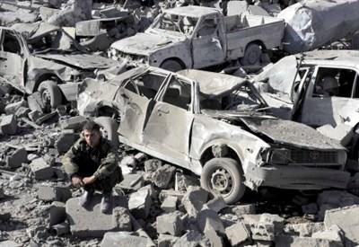Dopo un bombardamento saudita nello Yemen (Infophoto)