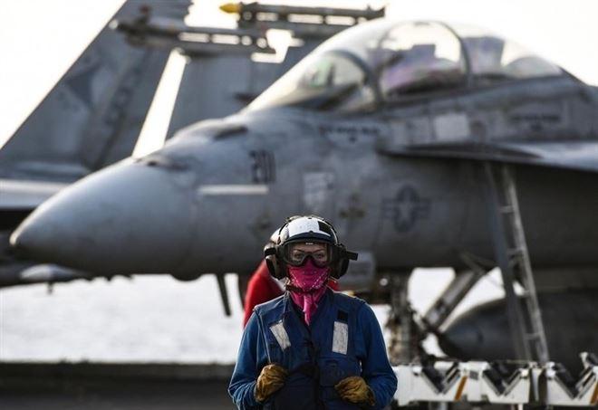 Sulla pista della portaerei USS Truman (LaPresse)