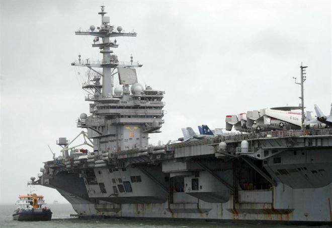 La portaerei americana G. Bush (LaPresse)