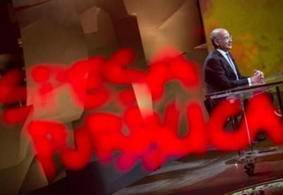 Yoram Gutgeld ospite di una trasmissione televisiva (LaPresse)