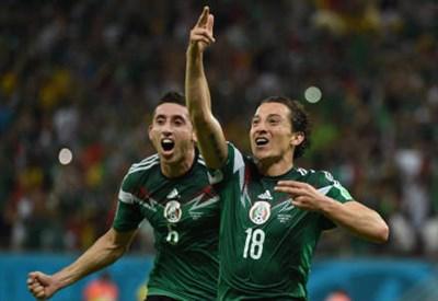 I messicani Hector Herrera (sinistra), 24 anni e Andres Guardado, 27 (dal profilo Twitter ufficiale @FIFAWorldCup)