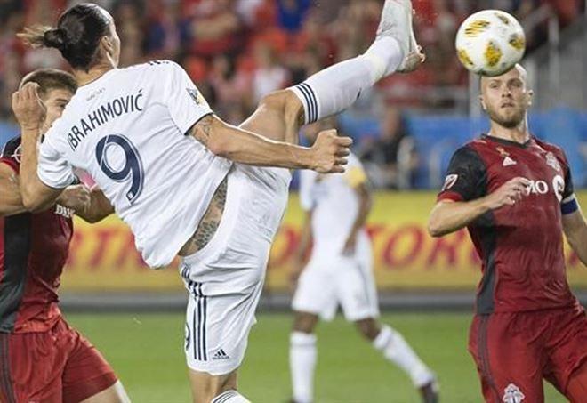 Magico gol di Ibrahimovic contro Toronto