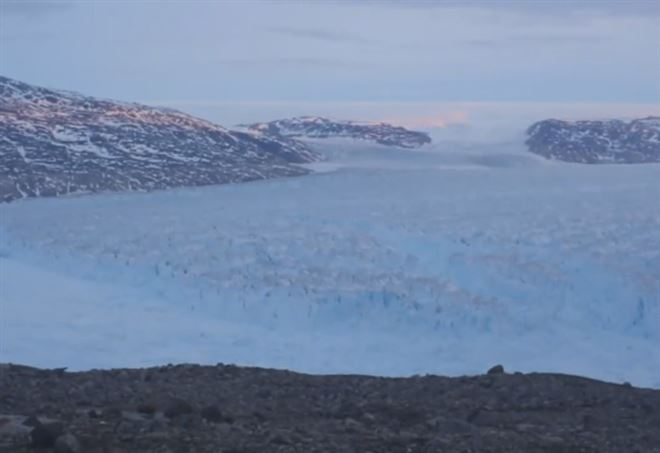 Enorme iceberg si stacca dalla Groenlanda - Youtube