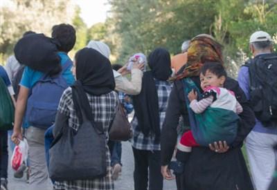 Profughi in fuga (Infophoto)
