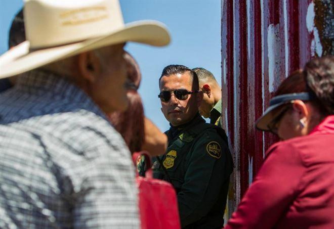 Il muro al confine tra Stati Uniti e Messico (LaPresse)