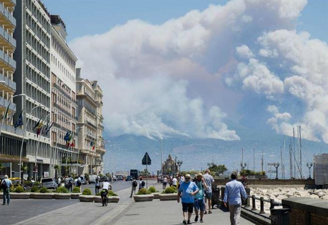 Incendi in Campania (LaPresse)