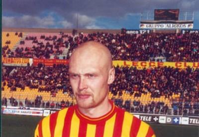 Klas Ingesson nel 2001 con la maglia del Lecce (INFOPHOTO)