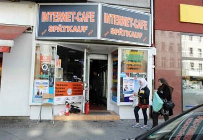 L'internet point di Berlino dove è stato arrestato Magnotta (InfoPhoto)