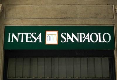 Uno sportello di Intesa San Paolo (Infophoto)