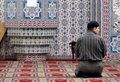 Germania, in preghiera nella moschea Kocatepe (Infophoto)