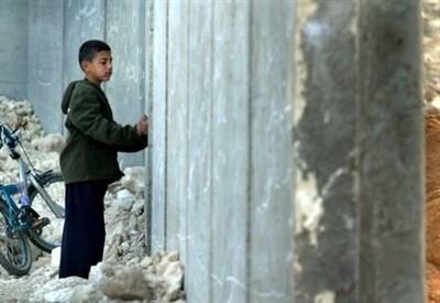 Il muro separatore israeliano (Infophoto)