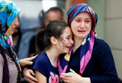 I parenti delle vittime (LaPresse)