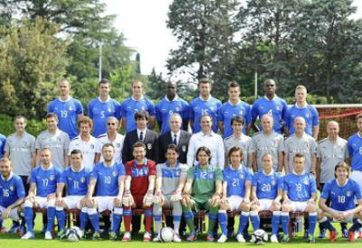 La foto di gruppo dell'Italia (Infophoto)