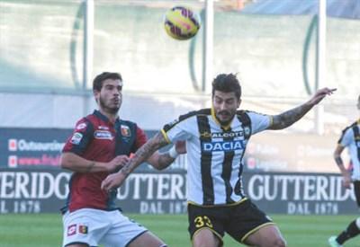 Armando Izzo (sinistra), 23 anni, difensore del Genoa e Panagiotis Kone, 27, centrocampista greco dell'Udinese (INFOPHOTO)