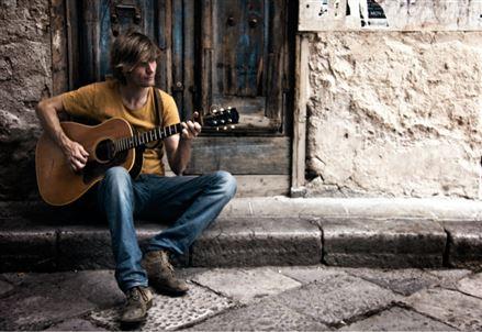 JASON MCNIFF/ Rain Dries Your Eyes: per le strade di Soho