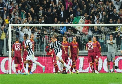 Un'immagine di un precedente fra Juventus e Roma (Infophoto)