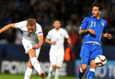 L'inglese Harry Kane (sinistra), 21 anni e Danilo Cataldi, 20 (dall'account Twitter ufficiale @UEFAUnder21)