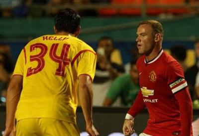 Da sinistra Martin Kelly, 24 anni e Wayne Rooney, 28 (dall'account Twitter ufficiale @ManUtd)