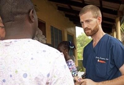 Kent Brantly, il medico americano guarito dall'Ebola grazie al siero sperimentale (Immagine d'archivio)