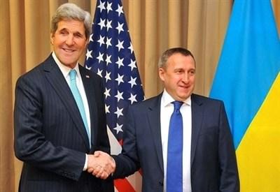 John Kerry con li ministro degli Esteri ucraino Andriy Deshchytsya (Infophoto)