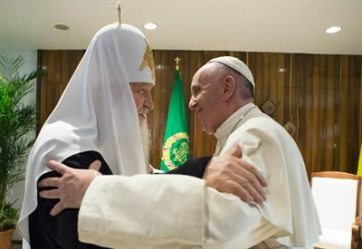 L'abbraccio tra Kirill e papa Francesco a L'Avana (Foto L'Osservatore Romano)