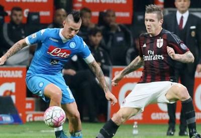 Slovacchi contro: Marek Hamsik (sinistra), 28 anni, del Napoli e Juraj Kucka, 28, del Milan (INFOPHOTO)