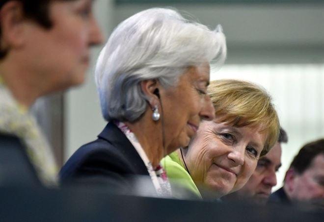Christine Lagarde con Angela Mekel (LaPresse)