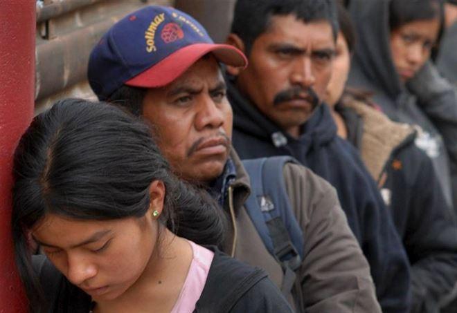 Migranti messicani bloccati al confine con gli Usa (Foto dal web)