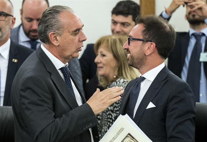 Giovanni Legnini, vicepresidente del Csm, con Alfonso Bonafede, ministro della Giustizia (LaPresse)