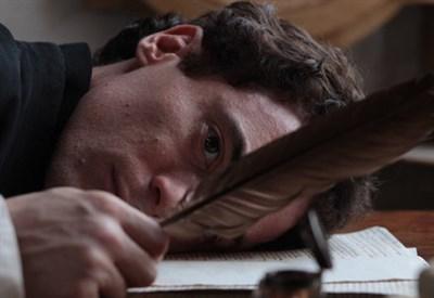 Elio Germano è Giacomo Leopardi nel film di Mario Martone (Immagine d'archivio)