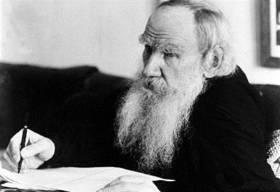 Lev Nikolàevic Tolstòj al lavoro (Immagine d'archivio)