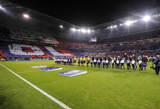 Lione, prepartita nel caos: tifosi in campo