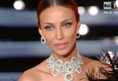 Madalina Ghenea e Dolcenera scollate a Sanremo 2016: è guerra tra decolletè