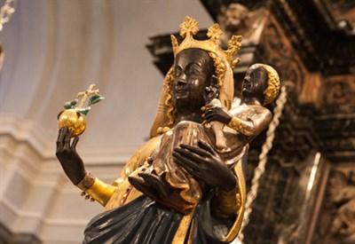 La Madonna nera di Oropa (Immagine d'archivio)