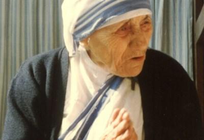 Madre Teresa di Calcutta (Foto Evert Odekerken da Wikipedia)